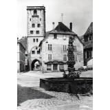 Carte postale - Fontaine en grès et Tour des Bouchers